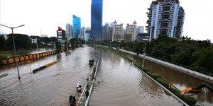 Endonezya'daki Selde Ölü Sayısı 16'ya Yükseldi