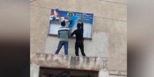 Der'a'da Rejimin Belediye Binası Ateşe Verildi!
