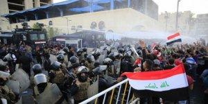 Irak'ta Protestocular Bedir Tugayları Merkezi'ni Yaktı