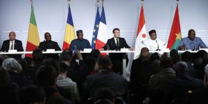 Fransa Afrika'daki Askeri Varlığından Vazgeçmiyor