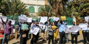 Sudanlılar, Ülkelerinin İsrail'le Normalleşmesi Girişimini Protesto Etti