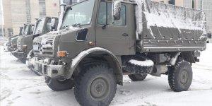 Jandarmaya Ait Askeri Kamyonlar Depremzedelerin Eşyasını Taşıyacak