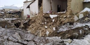 İran'daki Depremin Etkisiyle Van'ın Sınıra Yakın Mahallelerinde Bazı Kerpiç Evler Hasar Gördü