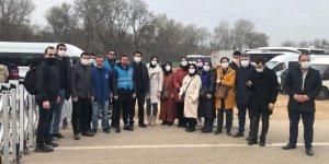 Hukukçular Derneği Üyeleri Sınırdaki Mültecilerle Görüştü