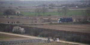 Yunanistan Hudut Birlikleri Sınır Hattına 'Siper' Kazıyor