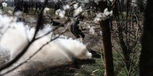 Yunan Güvenlik Güçleri Gaz Fişeklerini Direkt Sığınmacıları Hedef Alarak Atıyor