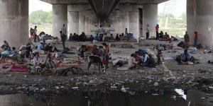 Hindistan'da Göçmen İşçiler Karantina Merkezlerinden Kaçıyor