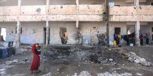 Harabe Okullara Sığınan 16 İdlibli Aile Aç Uyuyor