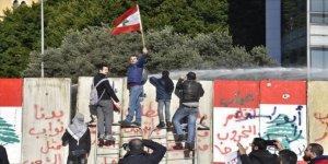 Lübnan'da Hayat Pahalılığı Protesto Edildi
