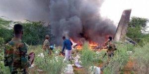 Somali'de Yardım Malzemeleri Taşıyan Uçak Düştü