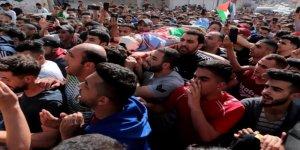 Batı Şeria Çocuk Şehidini Son Yolculuğuna Uğurladı