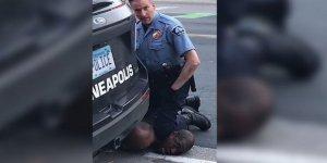ABD Bir Siyahinin Ölümüne Neden Olan Polislerin İşine Son Verildi