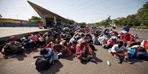 Hindistan'daki Göçmen İşçilerin 'Ölümcül' Eve Dönüş Yolculuğu