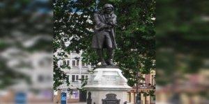 Asıl Soru: Köle Tacirinin Heykeli Niçin Dikildi?