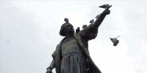 ABD'nin Boston Kentinde Kristof Kolomb Heykelinin Başı Kesildi