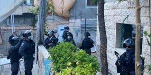 Siyonist İsrail Güçleri 5 Aylık Bebek ve Annesini Tutukladı