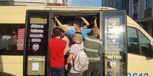 İstanbul'da Minibüslerde Maskeli İzdiham