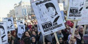 Brüksel'de Anayasa Mahkemesinin Başörtüsü Aleyhtarı Kararına Tepki
