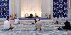 İstanbul'daki Camilerde 15 Temmuz Şehitleri İçin Kur'an Okundu
