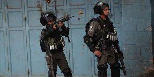 İşgal Güçleri Batı Şeria'daki Gösterilerde 2 Filistinliyi Yaraladı