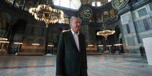 Ayasofya Camii'nde cuma namazı dünya basınında