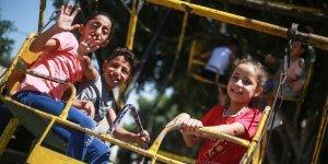 Gazzeliler zor koşullara rağmen bayram sevincini yaşıyor