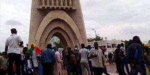 Afrika Birliği Mali'nin üyeliğini askıya aldı