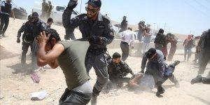 İsrail askerleri 2 Filistinliyi darbettikleri anı kaydederek sosyal medyada yayınladı