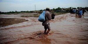 Pakistan'da seller nedeniyle 90 kişi hayatını kaybetti