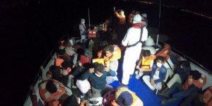 İzmir'de Türkiye kara sularına geri itilen 40 sığınmacı kurtarıldı