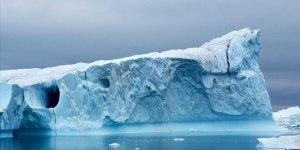 İklim değişikliği nedeniyle Grönland'da büyük bir buzul parçalandı