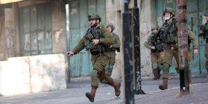 İşgalci İsrail askerleri Batı Şeria'da 4 Filistinliyi yaraladı