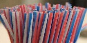 İngiltere'de plastik pipet satışı yasaklandı