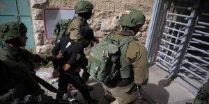 Siyonistler biri gazeteci 37 Filistinliyi gözaltına aldı