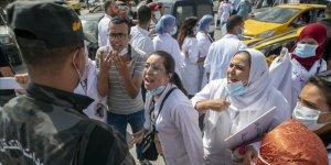 Tunus'ta hemşireler Kovid-19 nedeniyle kötüleşen hastane koşullarını protesto etti