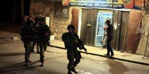 Siyonist İsrail güçleri 14 Filistinliyi gözaltına aldı