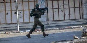 Siyonist İsrail askerleri Batı Şeria'da 3 Filistinliyi yaraladı