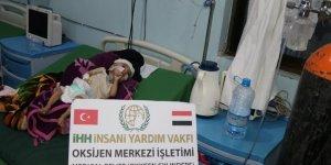İHH'dan Yemen'deki hastalara oksijen tüpü yardımı