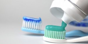 """""""Diş macunlarında dezenfektanlarla aynı maddeler kullanılıyor"""""""