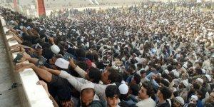 Afganistan'da 'Pakistan vizesi' izdihamı: 15 ölü