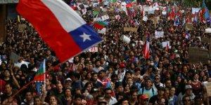 Şili'de anayasanın yeniden yazılması isteniyor