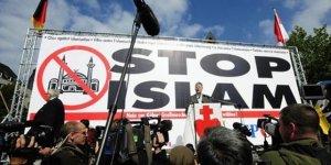 Büyük yıkılışın ilk tezahürü: Batının İslam düşmanlığı hırçınlığı