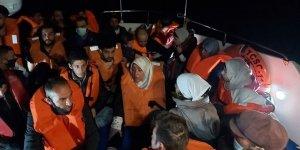 Türkiye kara sularına geri itilen 33 göçmen kurtarıldı