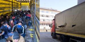 Sahte gümrük mührü ile kapatılan tırdan 210 göçmen çıktı