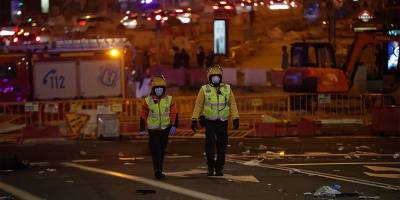 İspanya'da Kovid-19 önlemlerine karşı protestolarda sokaklar savaş alanına döndü
