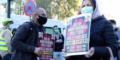Belçika'daki göçmenler oturum izni için gösteri düzenledi