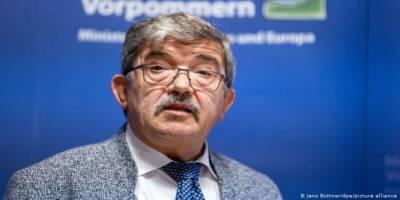 Aşırı sağcıdan silah satın alan Alman bakan istifa etti