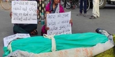 Hindu erkekle evlenmeyi reddeden Müslüman kadın yakılarak öldürüldü