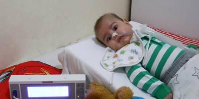 SMA hastası minik Enis tedavi edilmeyi bekliyor