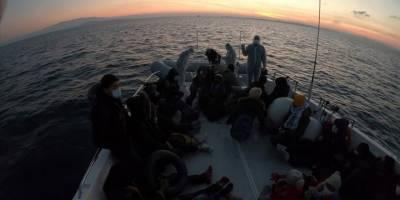 Ege'de Türkiye kara sularına geri itilen 44 sığınmacı kurtarıldı